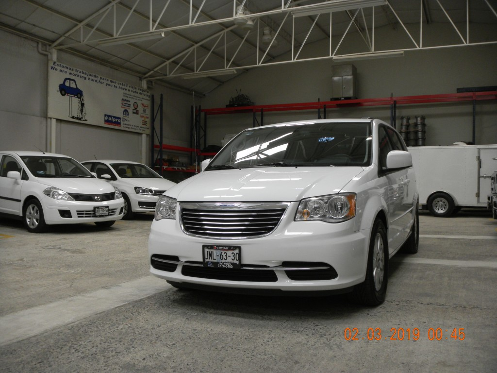 Chrysler Town & Country (13)