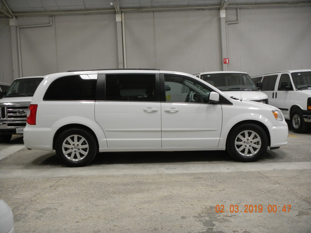 Chrysler Town & Country (17)