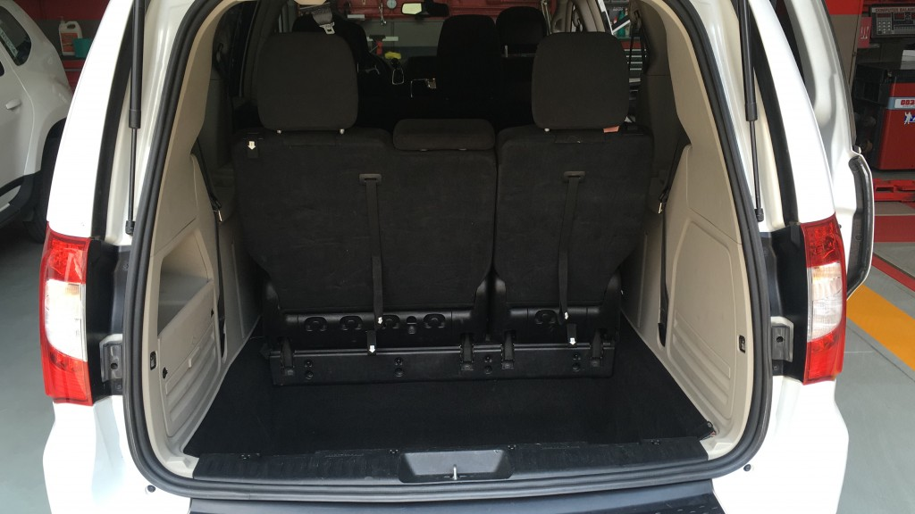 Chrysler Town & Country (5)